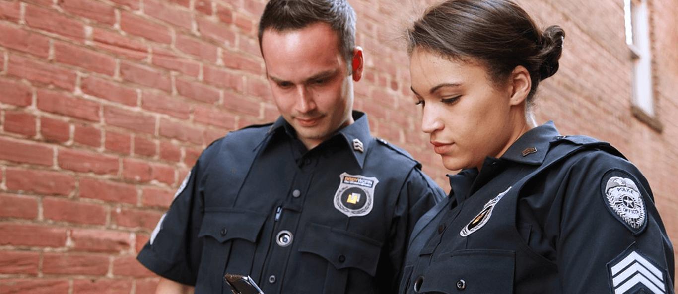 Beitragsseite Deutsche Rechtsextreme haben mit Hilfe von Polizeiinformationen eine Todesliste erstellt. Zwei Polizisten teilen Informationen - Deutsche Rechtsextreme haben mit Hilfe von Polizeiinformationen eine Todesliste erstellt.